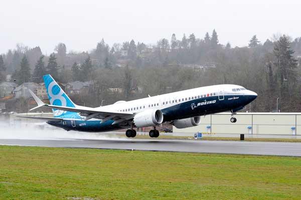 ボーイング、737MAXの初飛行成功 シアトルで
