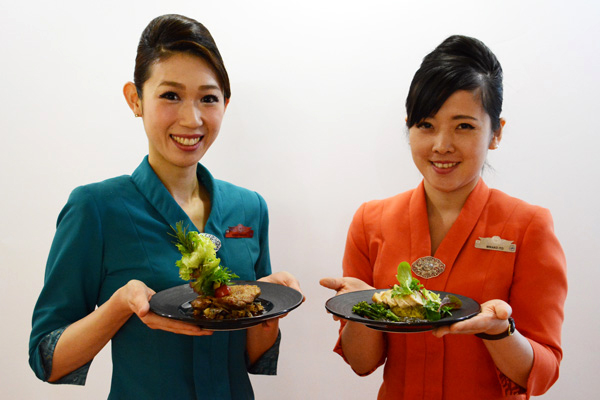 ガルーダ・インドネシア航空、日本線で「スターシェフメニュー」 メインは4種類、シェフが機内で盛り付けも