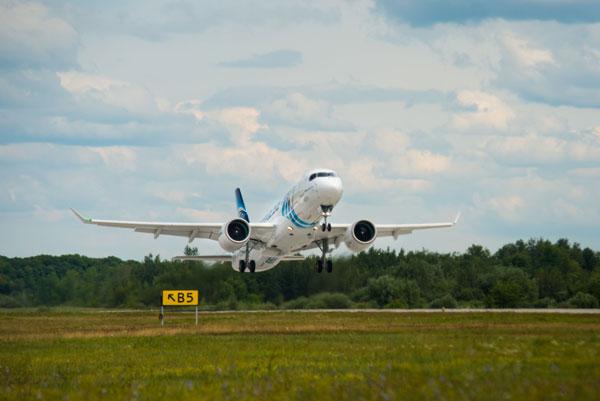 エジプト航空(エアバスA220-300型機)