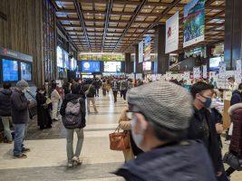 観光客らで賑わう仙台駅