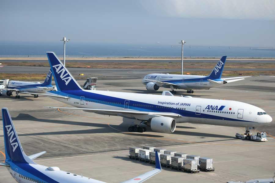 ANA(ボーイング777-200型機など、JA713A)
