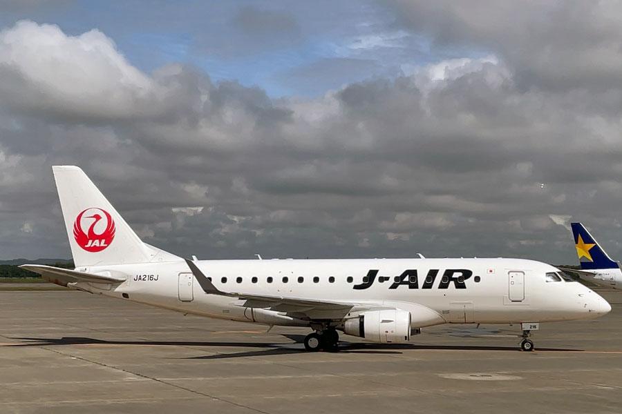 ジェイエア(エンブラエル170型機、JA216J)